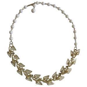🇨🇦 VTG 50s Milk glass and enamel Coro necklace